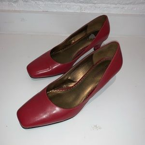 Naturalizer red heels size 8.5 like new